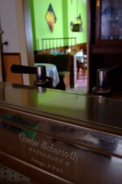 Wendenschänke-Namensgeber mit Frühstücksraum im Hintergrund